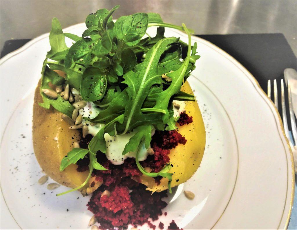 Ofenkartoffel mit Purple-Couscous