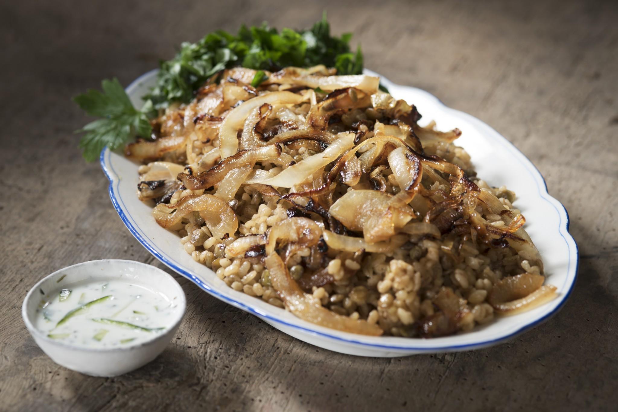 Bulgur-Salat mit Linsen und Zwiebeln – eine syrische Spezialität