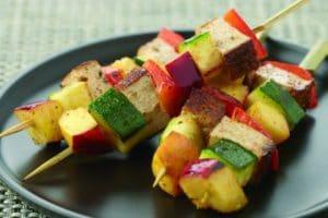 Vegane Grillspieße mit Räuchertofu