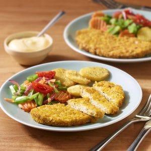 Veganes Hähnchenschnitzel mit Bratkartoffeln und Gemüse