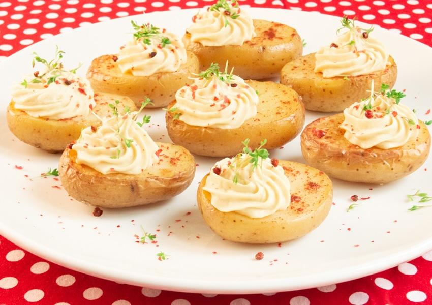 Kartoffeln wie vegane gefüllte Eier