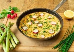 Veganes Omelett mit Spargel