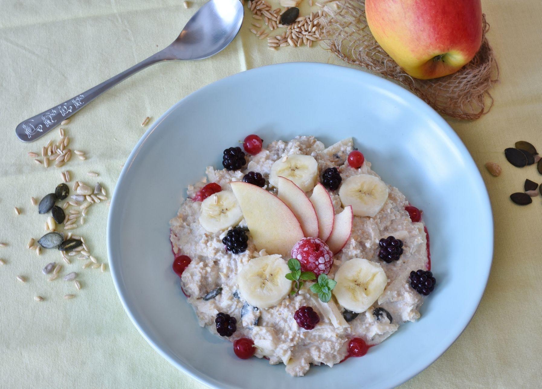 Porridge frío de avena y manzana