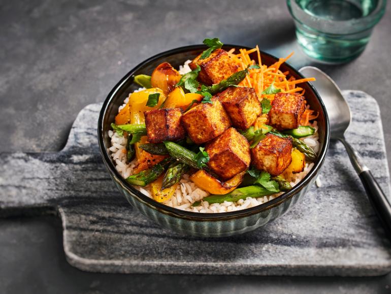 Lassie Recept - Krokante tandoori tofublokjes met geroosterde groente