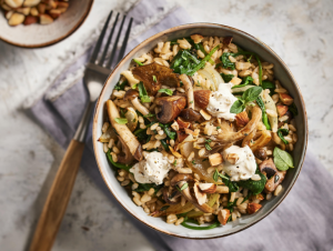 Lassie Recept - Panklaar zilvervliesrijst met paddenstoelen en spinazie