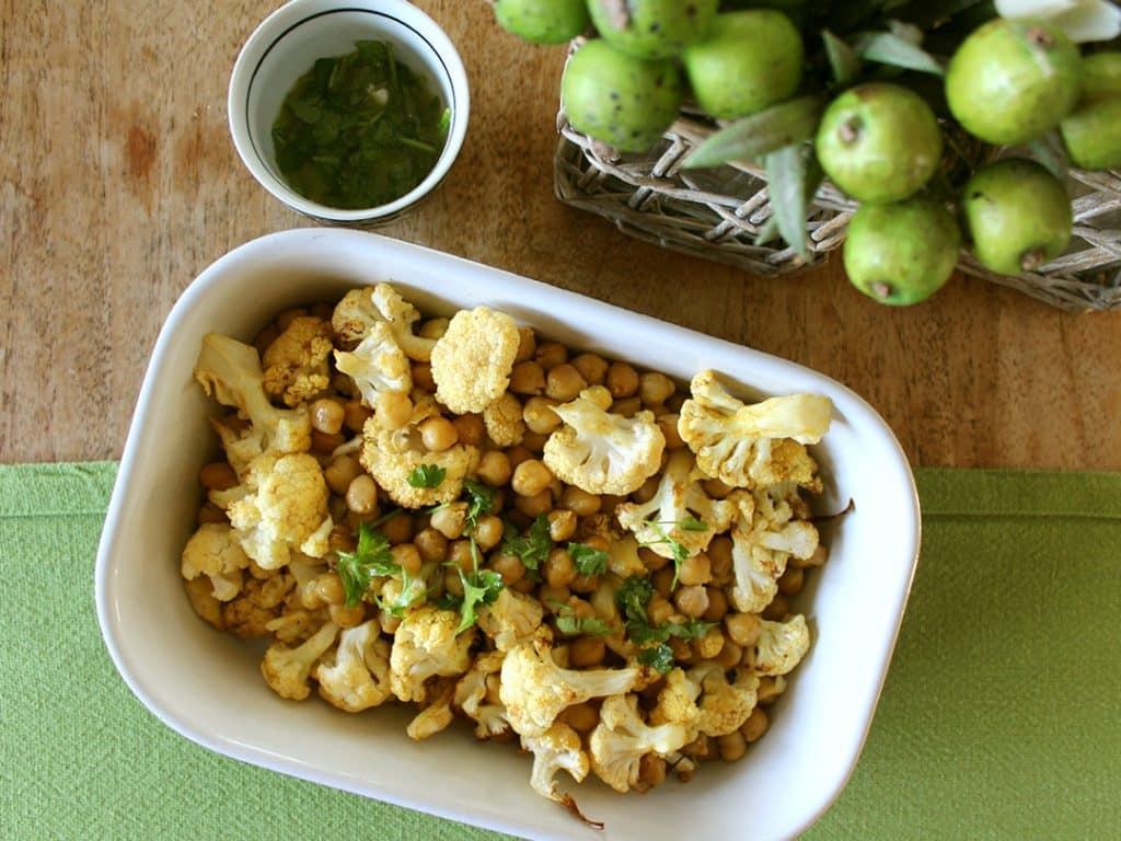 cauliflower chickpeas dish